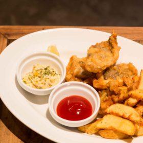 鱈のフィッシュ&チップス~燻製玉子タルタルソース添え~